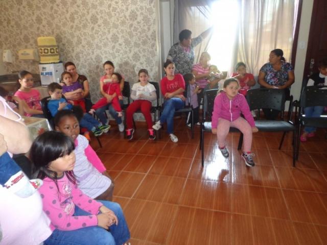 Acontece na quarta-feira pela manhã no CRAS, com a participação das crianças e seus familiares.